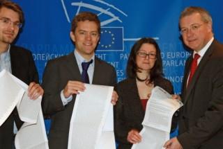 Basta speculare, svolta nel Parlamento Ue